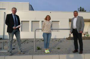 2021-05-03 Irina Strifsky wird von Wolfgang Hess im Gemeinderat vereidigt