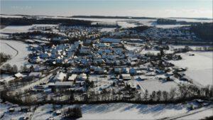 2021-02-12 17.44.02 Unser Ort aus der Vogelperspektive im Winter