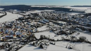 2021-02-14 16.05.22 Unser Ort aus der Vogelperspektive im Winter