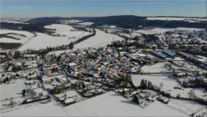 2021-02-14 16.06.41 Unser Ort aus der Vogelperspektive im Winter